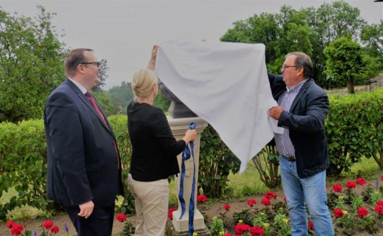 Im Blankenburger Berggarten eine weitere, restaurierte Kaiserbüste eingeweiht