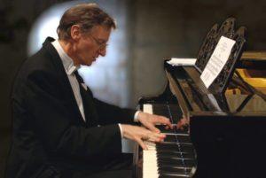 Der Pianist Detlev Eisinger