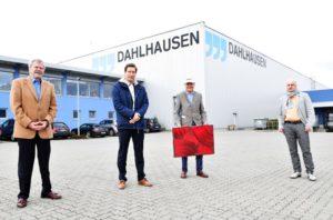 Gemeinsam stolz auf Halberstadt – Rolf Lose präsentiert einen Bildeindruck seines Gemäldes