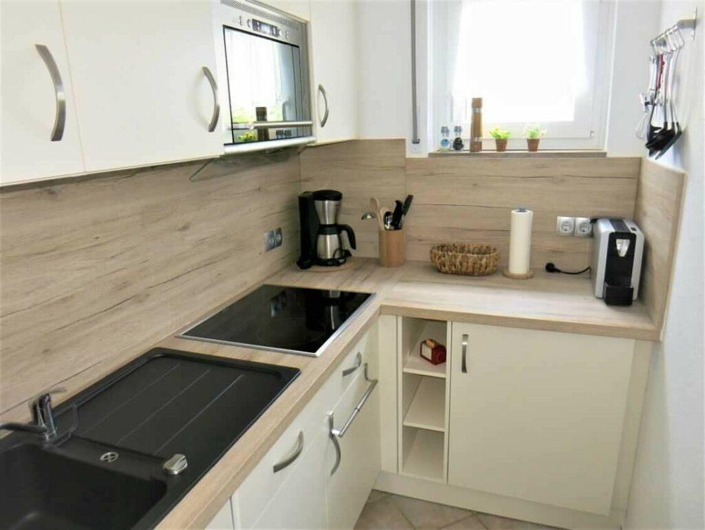 Modern und komplett ausgestatte Küche